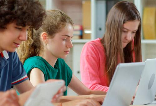 Campaña de publicidad para matriculación en centros escolares